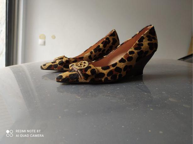 Sapatos novos GLOBE