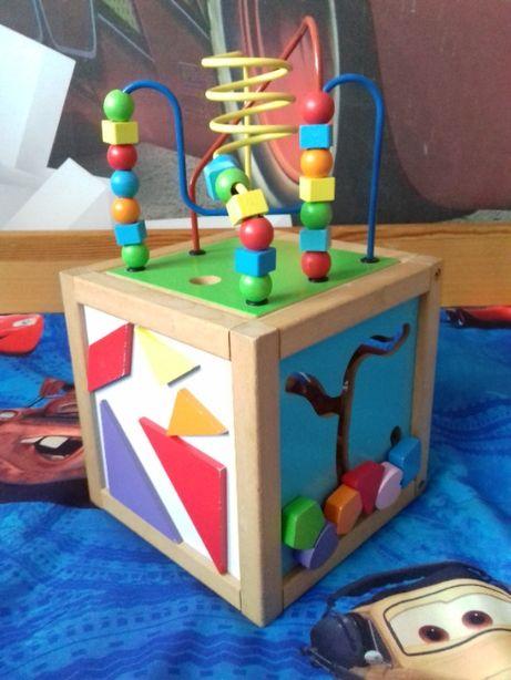 Drewniana kostka edukacyjna, sensoryczna z zestawem klocków drewnianyc
