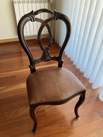 Vendo mobilia de sala . Seis cadeiras , mesa e cristaleirs