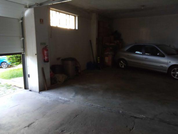 Vendo lugar de garagem na rua Tenente Coronel Dias Pereira
