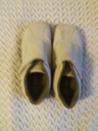 Светлые туфли-кроссовки next