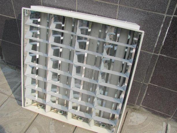 Растровый потолочный светильник