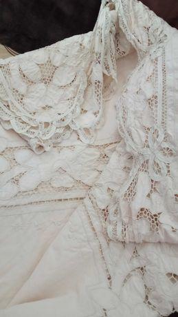 toalha de mesa antiga com bordados cor linho
