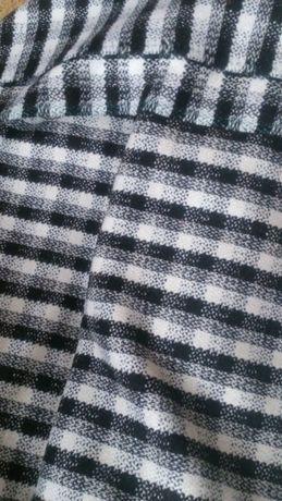 Полушерстяная ткань в клетку на пальто или костюм.
