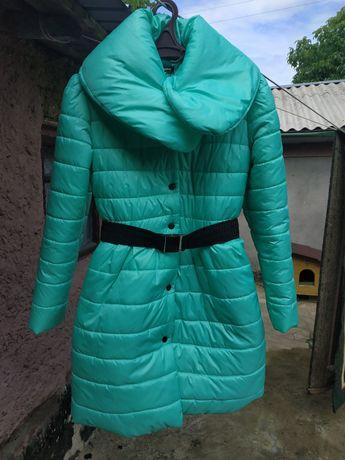 Продається дємисезонне пальто,розмір 44.