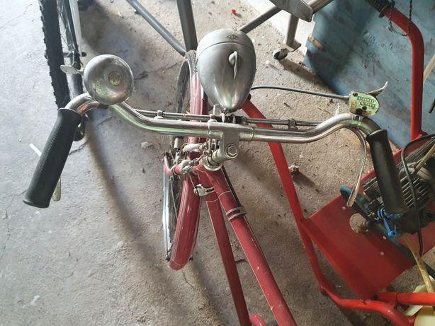 Bicicleta restaurada com cestos