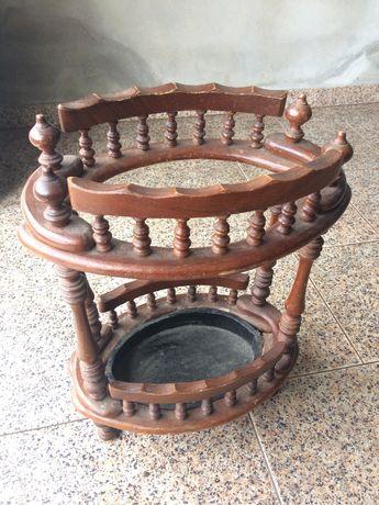 Cadeira e bengaleiro vintage de madeira