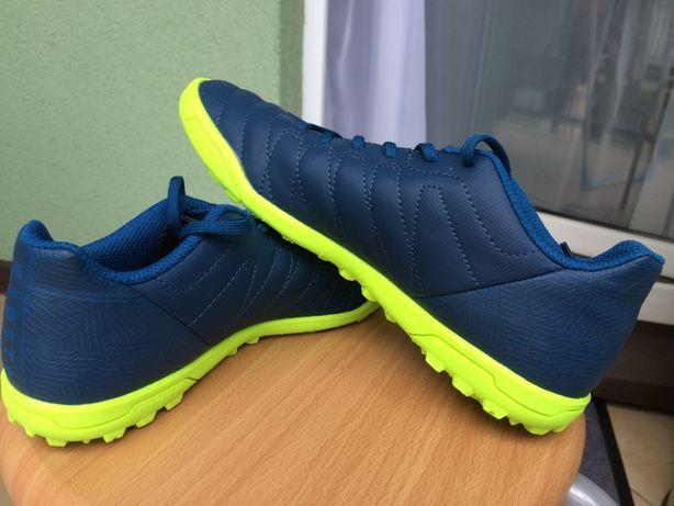 Buty piłkarskie halówki r.36