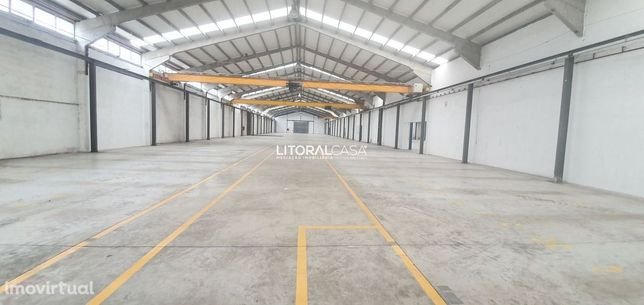 Armazém com 4.000 m2 e escritórios - Zona Industrial