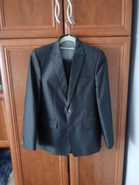 Sprzedam garnitur 152 Trzy czesciowy