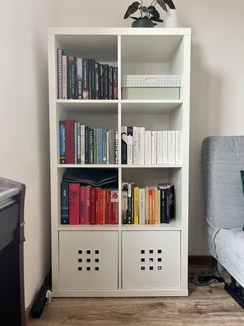 Regał kallax IKEA 4x2 plus dwa białe wkłady