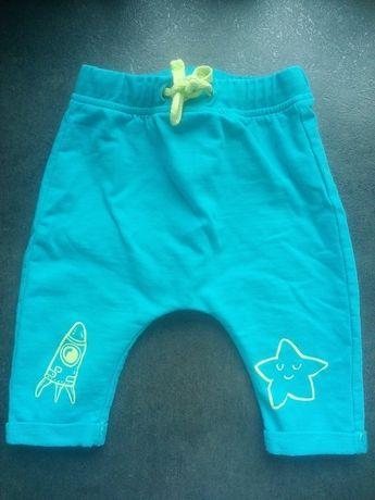 62 spodnie 5 10 15 dresowe niemowlęce niebieskie dresy baggy