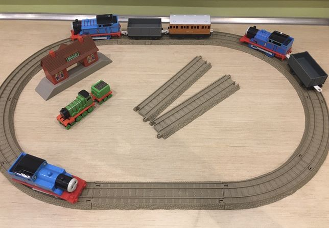 Tomek i Przyjaciele tory,wagony,stacja,lokomotywa Tomek,Klara,