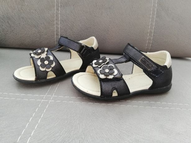 Sandały dla dziewczynki r. 23
