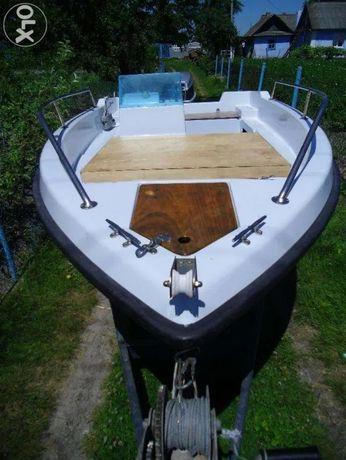 Продам лодку з мотором