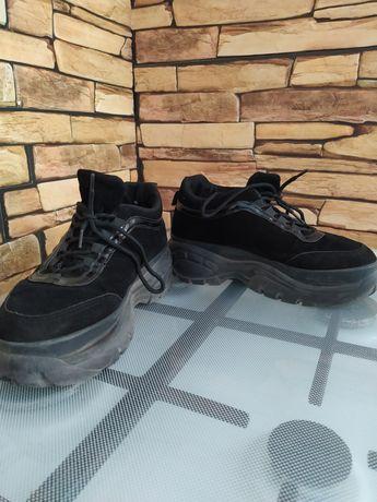 Кроссовки высокая подошва