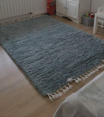 Sprzedam nowy dywan.