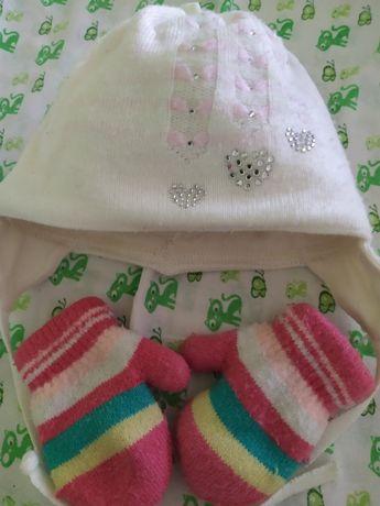 Тепла зимова шапочка та рукавички на новонародженого
