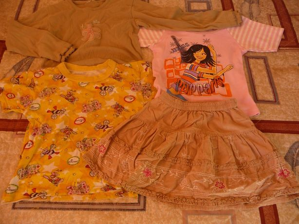 Комплект на 4-6 лет : две маечки, юбка и реглан