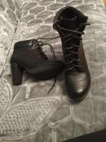 Buty czarne wiazane  40