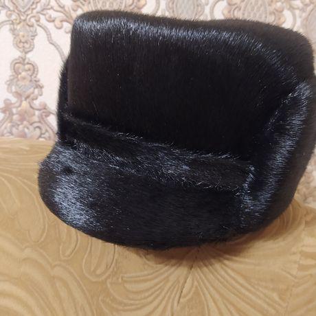 Продам мужскую меховую шапку обманка из нерпы