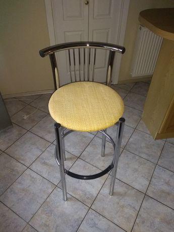 Krzesło barowe. Siedzisko wiklinowe. Stan idealny.