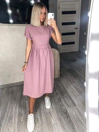 Платье розового цвета ниже колен