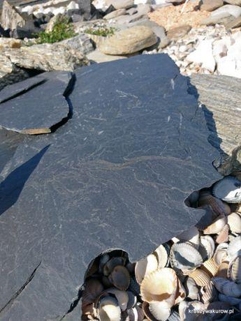 Czarny kamienień ścieżkowy, kaskadowy, skalniakowy