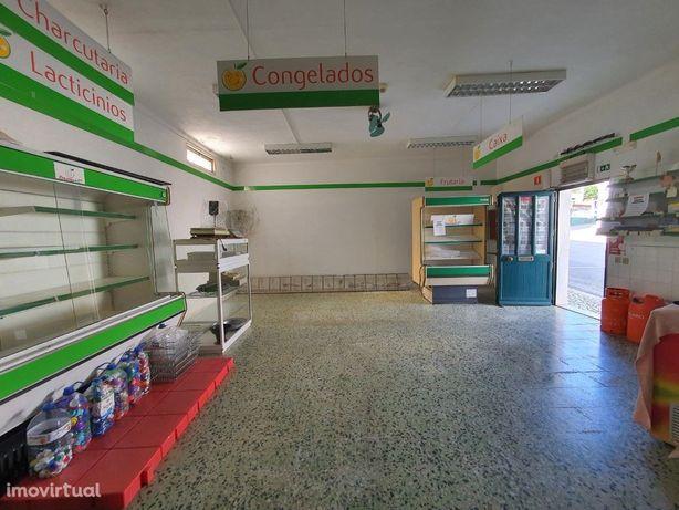 Loja de rua, com 50 m2, perto de Vila Viçosa