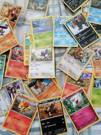Várias cartas pokemon
