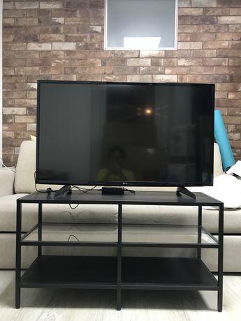 """Televisão LG 43"""" com mesa para TV"""