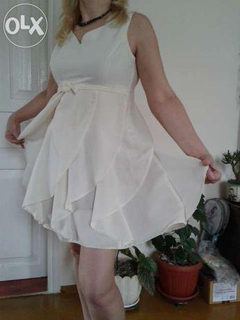 Продам молочное платье с пиджаком