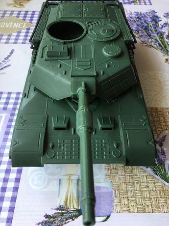 Игрушка модель танка.
