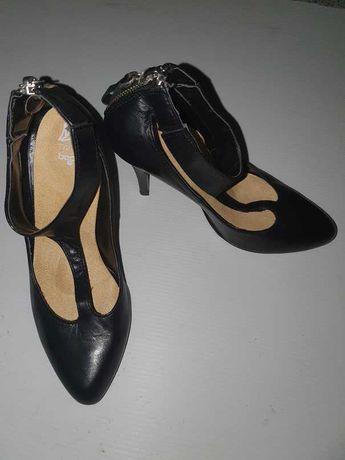 Sapato salto alto de senhora