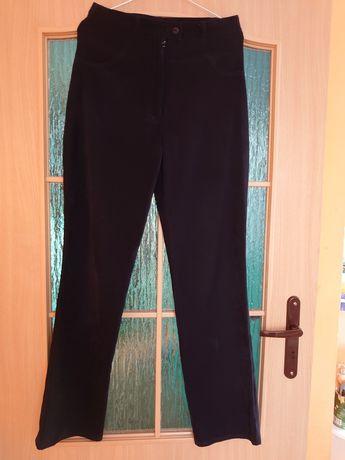 Czarne spodnie rozm M