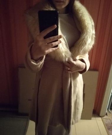 Продам бежевое пальто