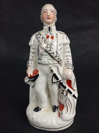 Stara figurka porcelanowa żołnierz