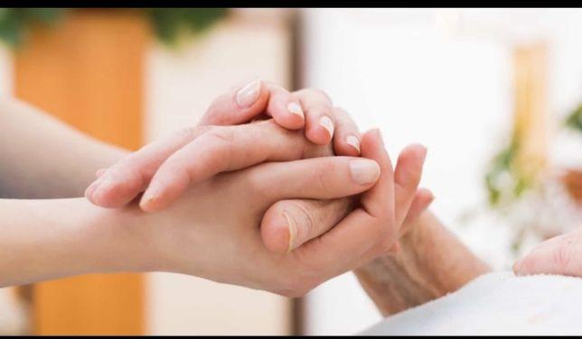 Cuidadora de idosos e pessoas com mobilidade reduzidas