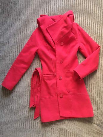 Красное деми пальто