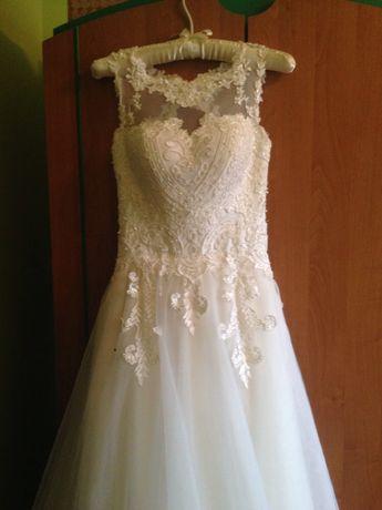 Весільна сукня  розмір S на струнку дівчину  ріст 165-170 см