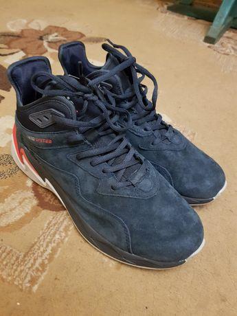 Продам кросовки-(ботинки) BAAS PLOA