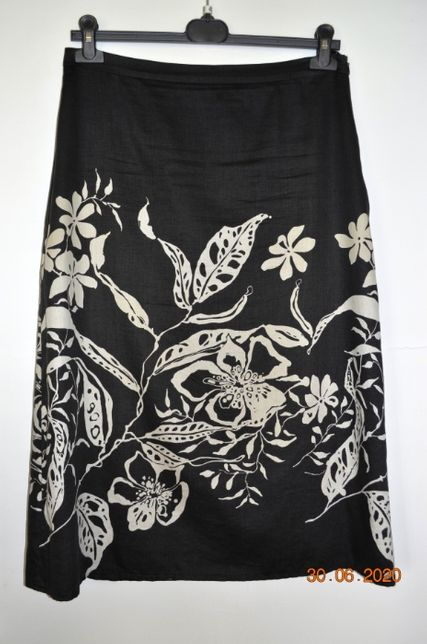 Spódnica czarna w białe kwiaty na podszewce - rozm. 42