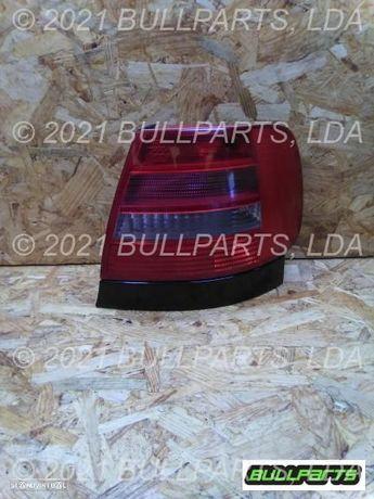 Farolim Trás Painel Direito Audi A4 (8d2, B5) 2.5 Tdi Quattro [
