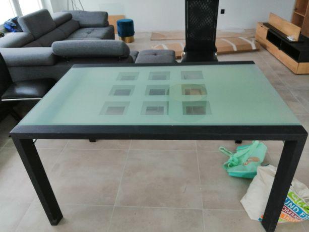 Rozkładany stół ze szklanym blatem