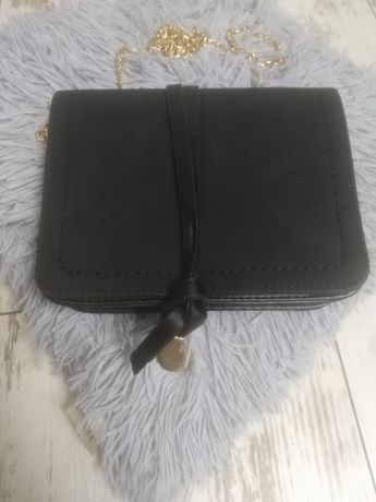 Elegancka czarna torebka na każdą okazję