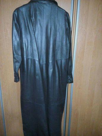 Пальтишко из натуральной кожи, 62/64размера,можно носить и зимой.