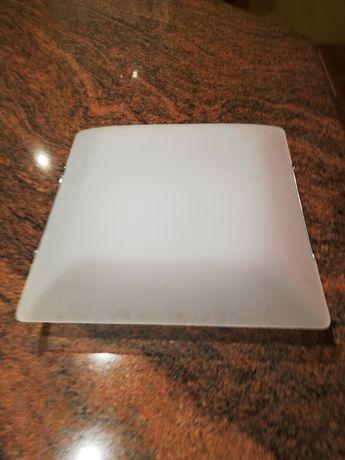 Kwadratowy biały plafon