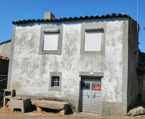 Casa com garagem individual