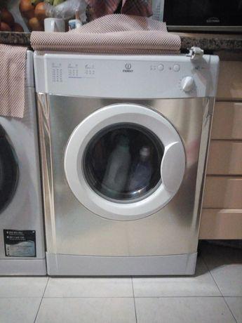 Máquina de Secar roupa - Indesit IS60V