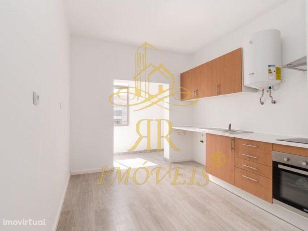 Apartamento T2 todo Remodelado com Despesas Incluídas zon...